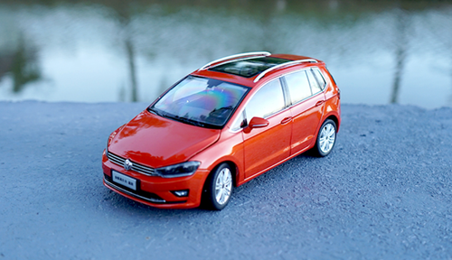 1/18 Dealer Edition 2018 Volkswagen VW Sportsvan (Red)