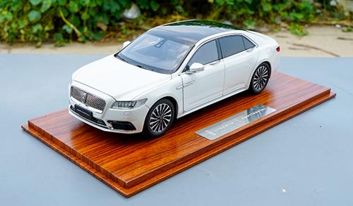 RARE 1/18 Dealer Edition Lincoln Continental (White) Diecast Car Model