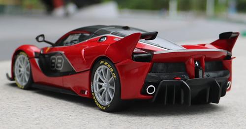1/18 Bburago Signature Series Ferrari Laferrari FXXK Evo #88 (Red) Diecast Model