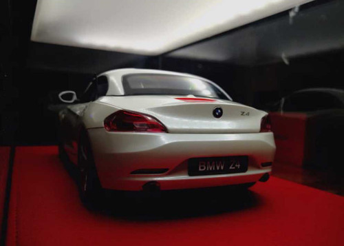 1/18 Kyosho BMW Z4 sDrive35i Convertible (E89) (White) Diecast Car Model