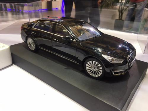 1/18 Dealer Edition Hyundai Genesis G90 EQ900 (Black) Diecast Model