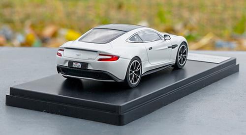 1/43 Dealer Edition Aston Martin Vanquish (White) Diecast Model