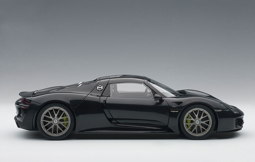 1/18 AUTOART PORSCHE 918 SPYDER WEISSACH PACKAGE (BASALTSCHWARZMETALLIC/BLACK METALLIC) Diecast Model 77928