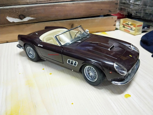 1/18 Hot Wheels Hotwheels Elite Ferrari 250 California (Brown) Diecast Model