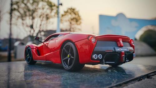 1/18 BBurago Ferrari LaFerrari (Red w/ Black Rims) Diecast Model