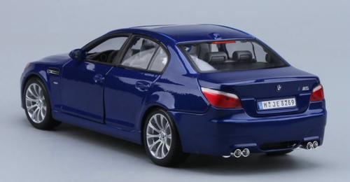 1/18 Maisto BMW M5 E60 (Blue) Diecast Model