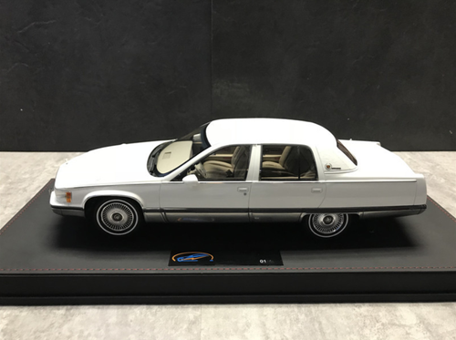 RARE 1/18 VAV 1993 Cadillac Fleetwood Brougham (White) Resin Car Model Limited 200