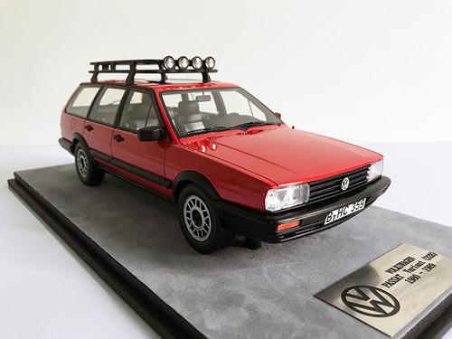 1/18 Dealer Edition Classic 1980-1989 Volkswagen VW Passat Variant / Santana Hatchback Wagon (Red) Resin Car Model