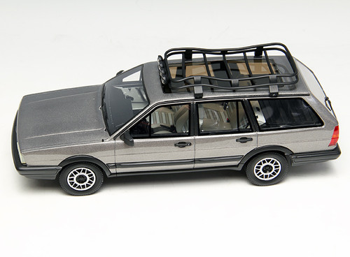 1/18 Dealer Edition Classic 1980-1989 Volkswagen VW Passat Variant / Santana Hatchback Wagon (Grey) Resin Car Model