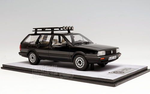 1/18 Dealer Edition Classic 1980-1989 Volkswagen VW Passat Variant / Santana Hatchback Wagon (Black) Resin Car Model