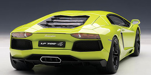 1/18 AUTOart LAMBORGHINI AVENTADOR LP700-4 (VERDE SANDAG/LIGHT GREEN/BLACK WHEELS/BLACK INTERIOR/GREEN CALIPERS) 74668 Diecast Car Model