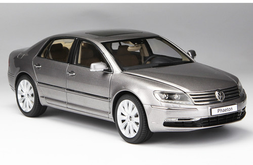 1/18 Kyosho Volkswagen VW Phaeton (Grey) Diecast Car Model
