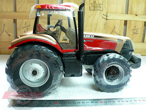 1/16 ERTL Magnum 305 MX305 Tractor Diecast Car Model