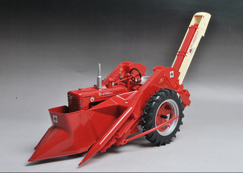 1/16 ERTL Farmall Super M Tractor with Mounted 2MH Corn Picker Diecast Model