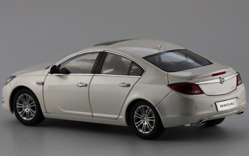 1/18 Dealer Edition 2010 Buick Regal (White) Diecast Car Model