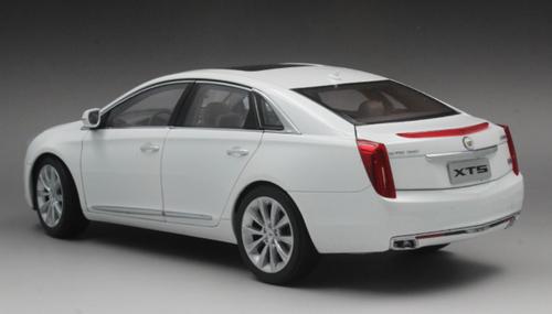 1/18 Dealer Edition Cadillac XTS (White) Diecast Car Model