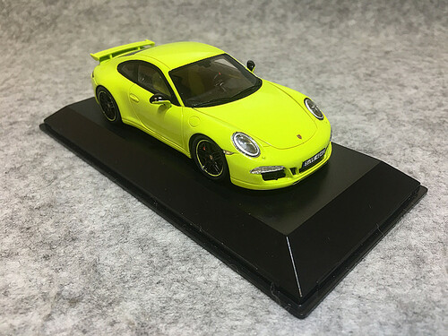 1/43 Spark Porsche Carrera 4S Porsche Exclusive (Yellow) Car Model Limited 500