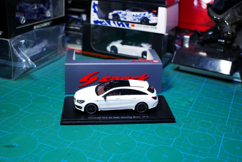 1/43 Spark Mercedes-Benz MB CLA 45 AMG Shooting Brake 2015 Car Model