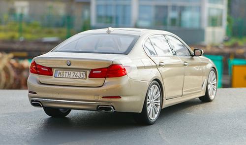 1/18 Dealer Edition G30 5 Series Long Wheel Base 530i 530e 540i 540d (Champagne) Diecast Car Model