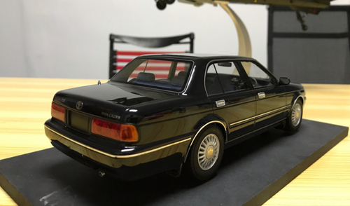 1/18 Dealer Edition Toyota Crown 133 (Black) Enclosed Resin Car Model