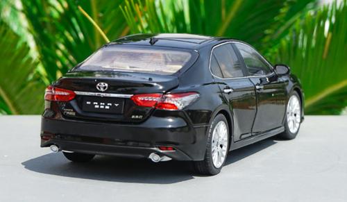 1/18 Dealer Edition 2018 Toyota Camry LE XLE (Black) Diecast Car Model