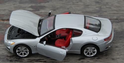 1/24 BBurago Maserati Gran Turismo GT (Silver) Diecast Car Model