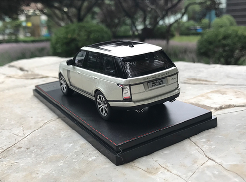 1/43 Dealer Edition Land Rover Range Rover (Silver) Diecast Car Model