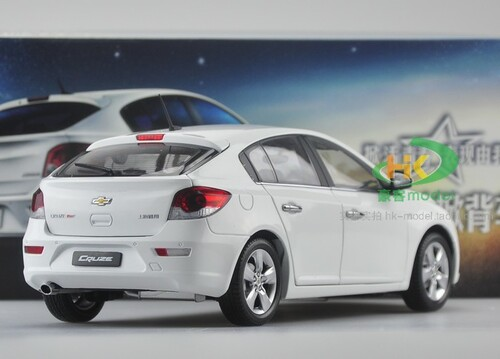 1/18 Chevrolet Cruze Hatchback (White) Diecast Car Model