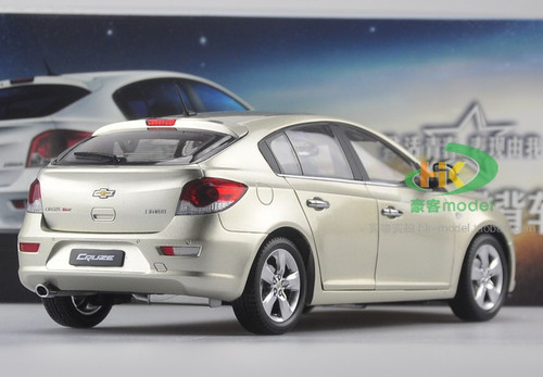 1/18 Chevrolet Cruze Hatchback (Golden)