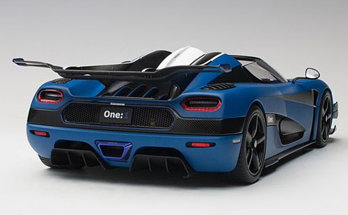 1/18 AUTOart KOENIGSEGG ONE : 1 (MATT IMPERIAL BLUE/CARBON BLACK/WHITE ACCENTS) Diecast Car Model