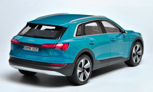 1/18 Dealer Edition Audi Collection Audi E-Tron (Blue) Diecast Car Model
