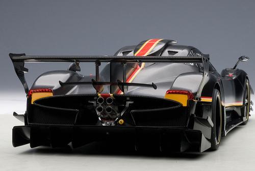 1/18 AUTOart PAGANI ZONDA REVOLUCION (BLACK CARBON FIBER) Diecast Car Model