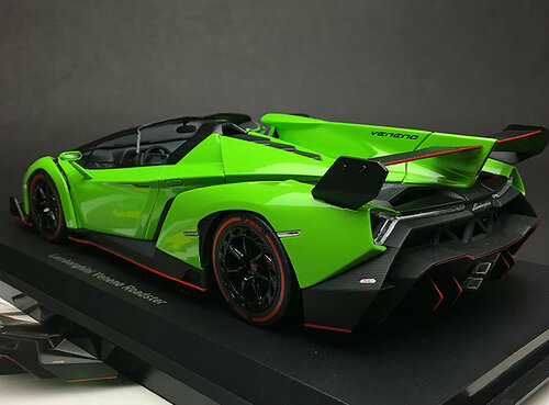 1/18 Kyosho Lamborghini Veneno (Green w/ Red Line) Car Model