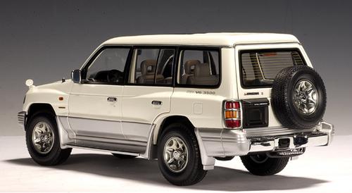 RARE 1/18 AUTOart 1998 Mitsubishi Pajero V33 LWB V6 3500 - White Diecast Car Model 77106