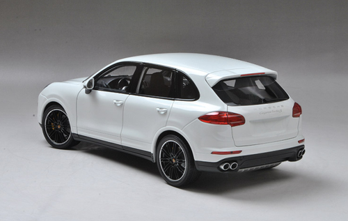1/18 Minichamps Porsche Cayenne Turbo S TurboS (White) Diecast Car Model LImited 1002