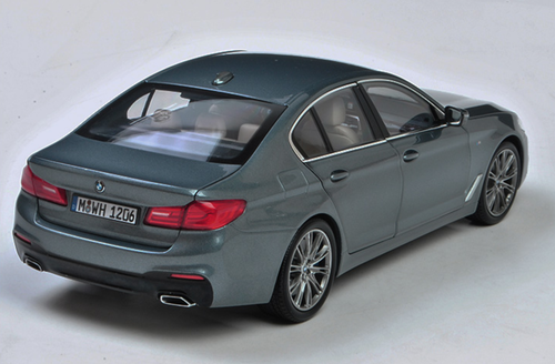 1/18 Dealer Edition BMW G30 5 Series 530i 540i M550i (Grey) Diecast Car Model