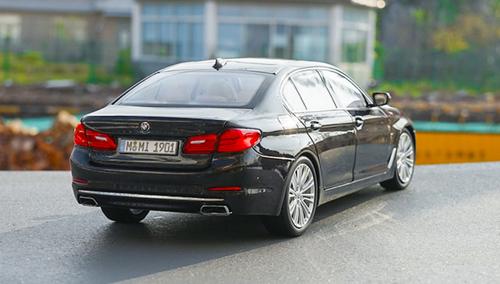 1/18 Dealer Edition G30 5 Series Long Wheel Base 530i 530e 540i 540d (Black) Diecast Car Model