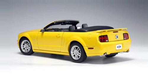 1/18 AUTOart Ford Mustang GT Convertible (Yellow) Diecast Car Model 73062