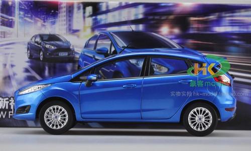1/18 Ford Fiesta (Blue) Diecast Car Model