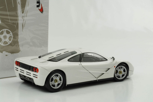 1/18 Minichamps McLaren F1 (White) Diecast Car Model