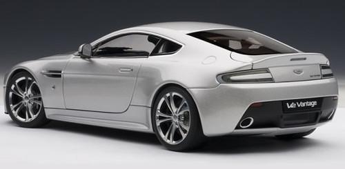 1/18 AUTOart 2010 Aston Martin Vantage V12 (Silver) Diecast Car Model 70206
