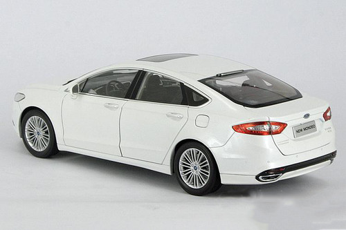 1/18 Dealer Edition Ford Fusion / Mondeo (White) Diecast Car Model