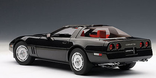 1/18 AUTOart 1986 CHEVROLET CORVETTE - BLACK Diecast Car Model 71242