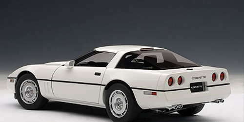 1/18 AUTOart 1986 CHEVROLET CORVETTE - WHITE Diecast Car Model 71243