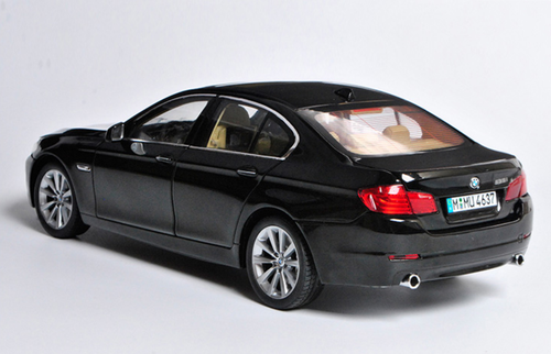 1/18 GT Autos GTAutos BMW F10/F11/F07/F18 (2010–2016) 5 Series 535i 535Li (Black) Diecast Car Model