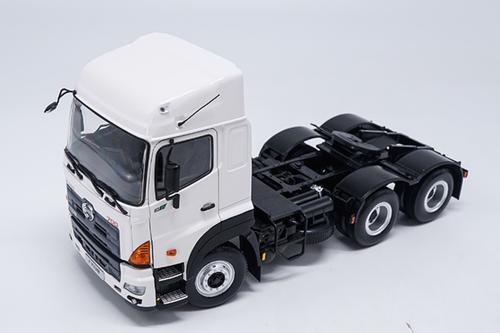 1/24 Hino 700 Heavy Duty Truck Head