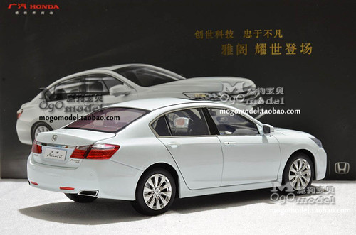 1/18 Dealer Edition Honda Accord w/ Wooden Display (White)