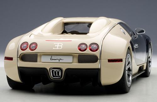 1/18 AUTOart BUGATTI VEYRON L'EDITION CENTENAIRE (WHITE/HERMANN ZU LEININGEN) Diecast Car Model 70959
