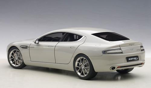 1/18 AUTOart 2015 ASTON MARTIN RAPIDE S(SILVER FOX) Diecast Car Model 70258