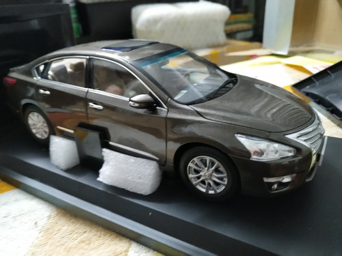 1/18 Nissan Altima (Brown) Diecast Car Model